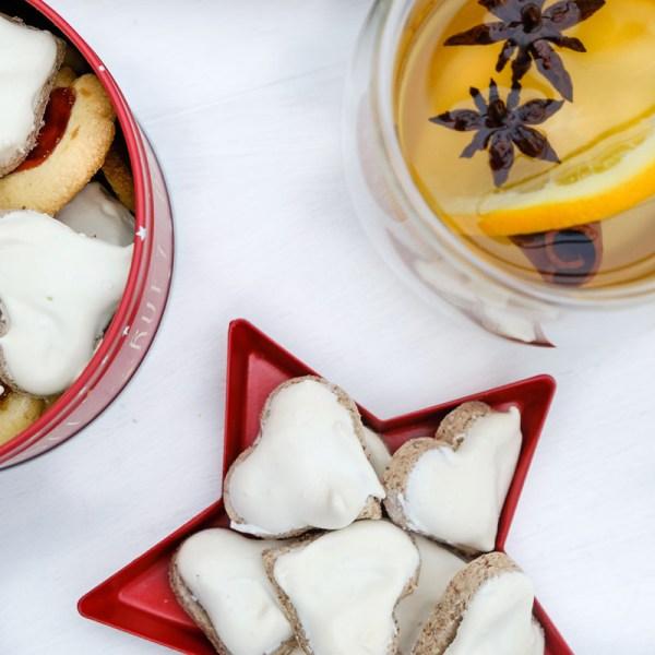 Rezept: Zimtherzen | Gemütlichkeit zelebrieren mit einem guten Buch, Zimtherzen und einer Tasse Tee | waseigenes.com