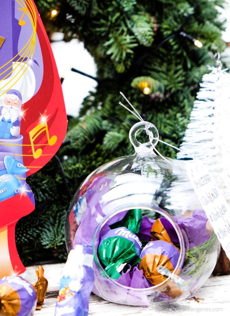 DIY Glaskugeln mit Weihnachtssüßigkeiten füllen & schmücken   zarte Geste & Aufmerksamkeit zu Weihnachten   waseigenes.com