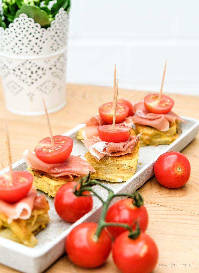 Super Fingerfood Rezept: Tortilla Würfel mit Serrano Schinken und Tomaten | waseigenes.com