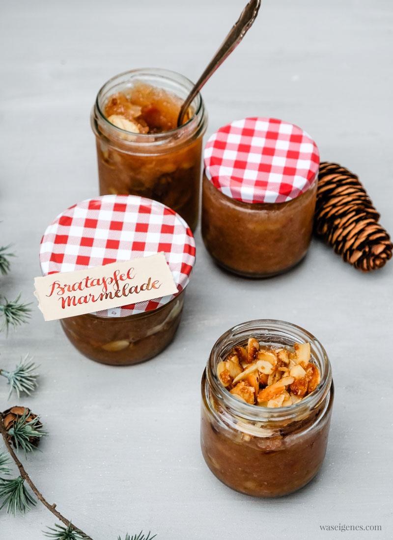 Gruß aus der Küche: Bratapfel Marmelade mit Marzipan und karamellisierten Mandeln, süßer Brotaufstrich, waseigenes.com #Rezept #Bratapfelmarmelade