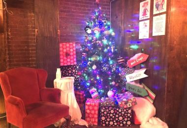 DC's Grinch Bar Is the Perfect Place for Your Withered Heart to End 2017