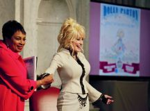 Parton and Librarian of Congress Carla Hayden.