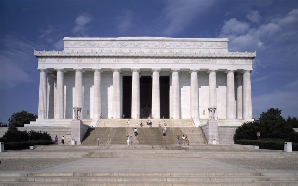 Visit Awe-inspiring Lincoln Memorial - Washington Plaza