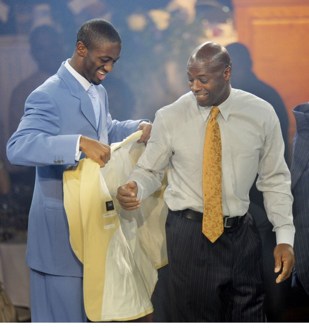 Jared Green helps his father into his Hall of Fame jacket in 2008. (John McDonnell/The Washington Post)