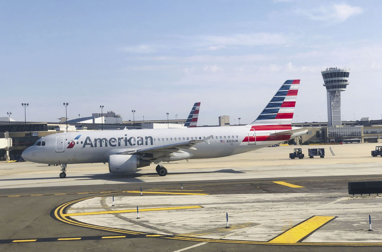 american airlines apologizes to