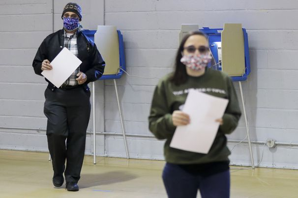 Wisconsin election officials agree to send voters ballot applications
