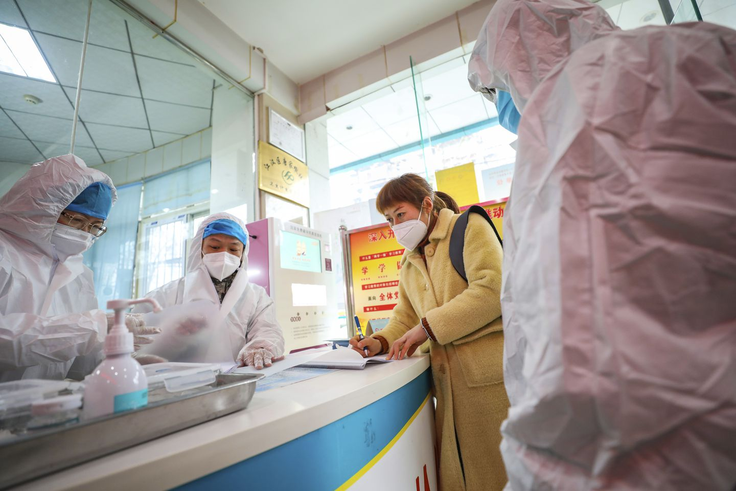 Coronavirus treatment and vaccine research races against outbreak ...