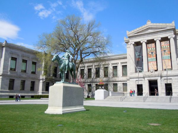 Museum Of Fine Arts Apologizes Boston-area School Alleged Racial Profiling And