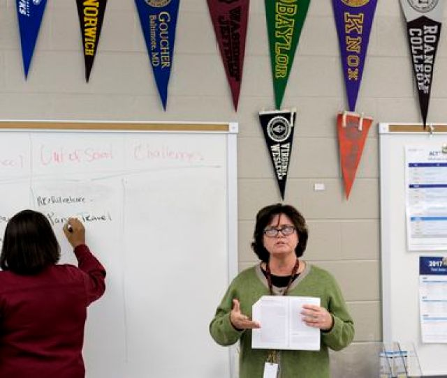 Leslie Atkin Leads A College Essay Workshop At Wheaton High School In Maryland On Oct 17 Bonnie Jo Mount Washington Post
