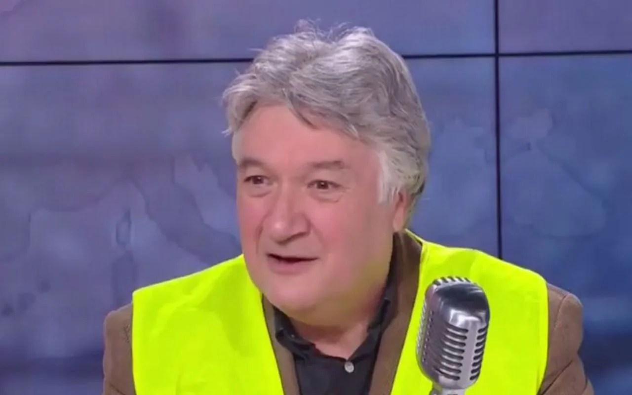 <b></b> Jean-François Barnaba, figure contestée des Gilets jaunes, touche un salaire de fonctionnaire territorial de 2 600 euros net par mois.