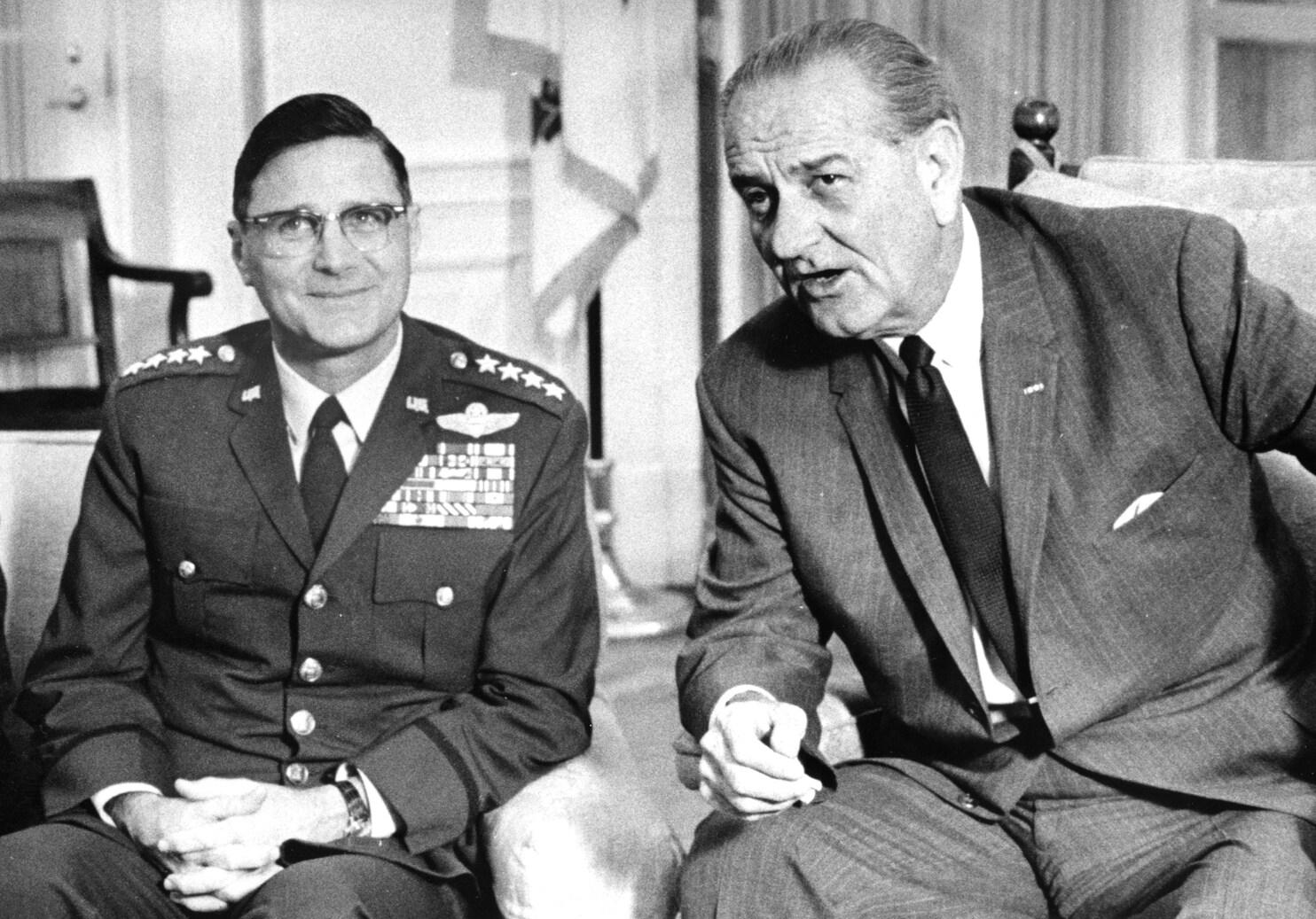 Retired Air Force Gen. William . Momyer Dies 95