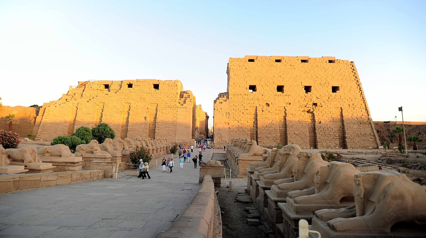 Suicide bomber 2 other armed men target Egypts temple site at Luxor  The Washington Post