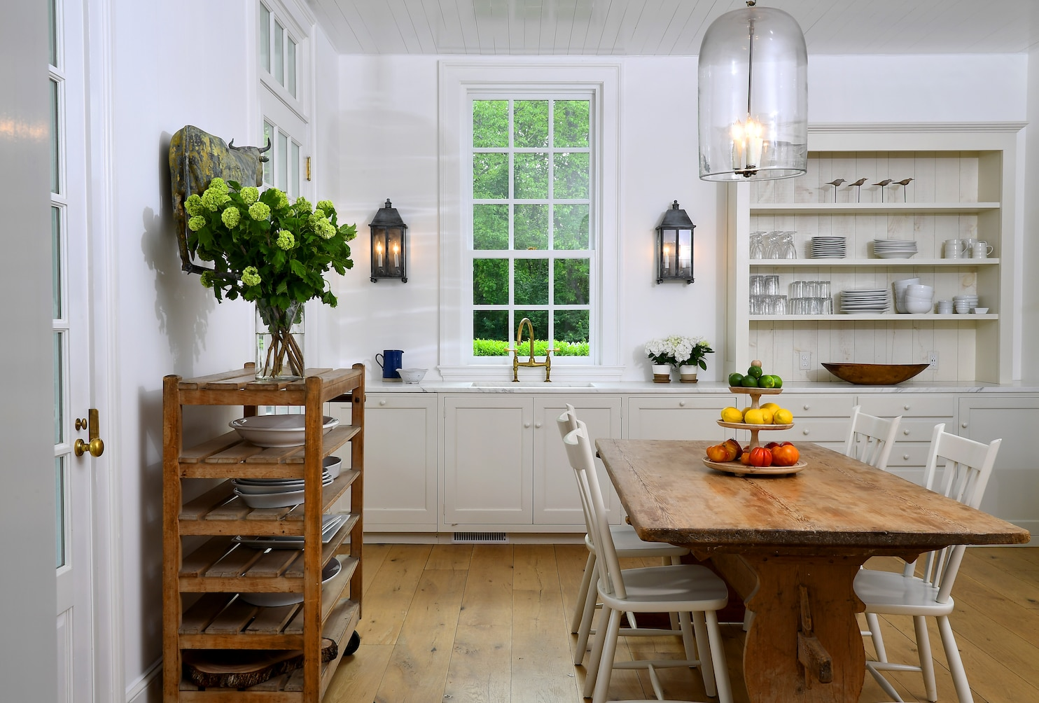 How To Get Farmhouse Style Without The Country Cliches