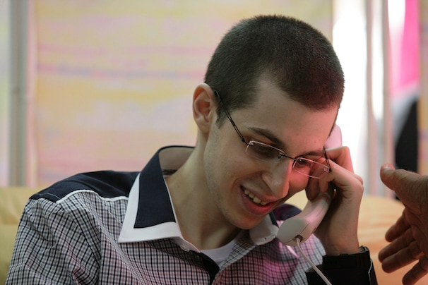 Gilad Shalit phones his family after his release