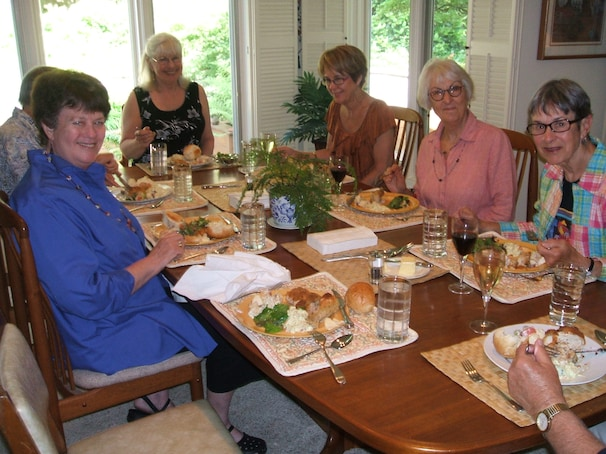 Barbara Thompson, left, Linda Imholt, Candy Luis, Kappy Lundy and Hallie Caswell of the Wild Bunch, an Alzheimers support group, gathered for dinner in Portland, Ore. in June.