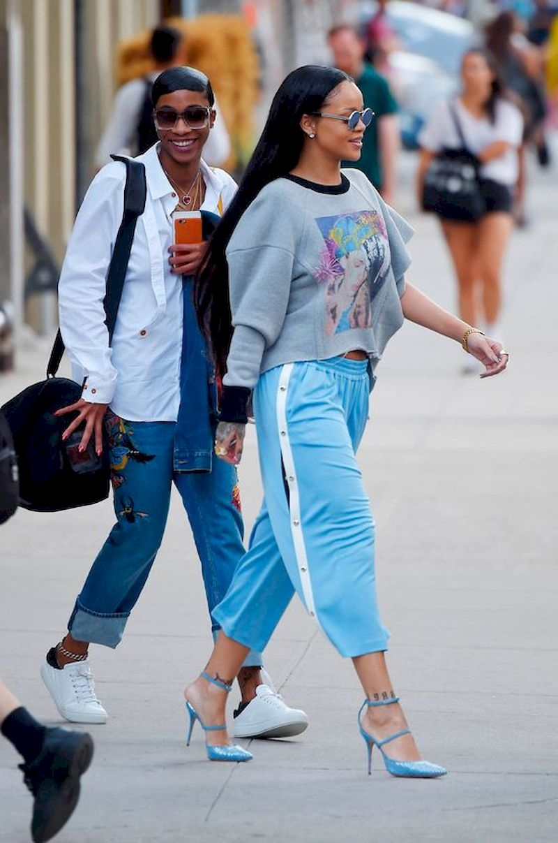 Casual clothes rihanna with sweater and blue pant