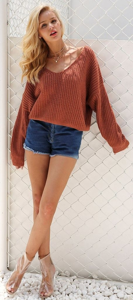 Spring outfit with knit sweater and short jeans