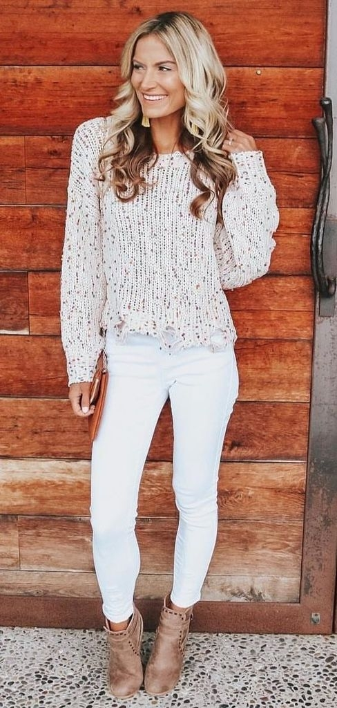 Spring outfit with white gray sweater and white jeans