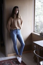Spring outfit with sweater and white sneakers