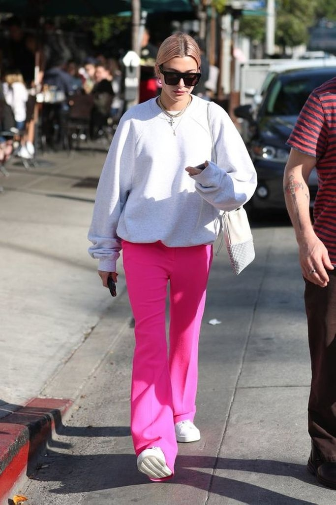 Spring outfit with white sweater and pink pant