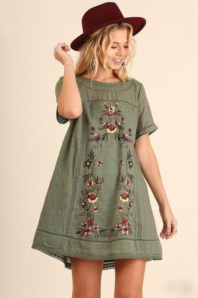 Embroidered flower dress with green old color and red hat