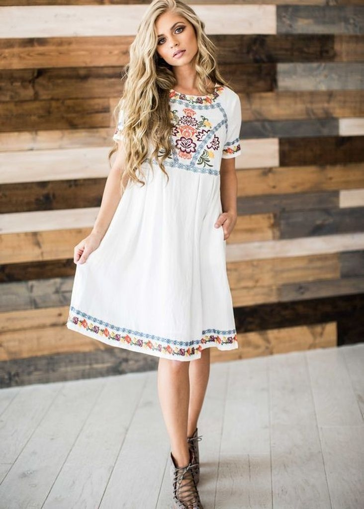 Embroidered flower dress with white color