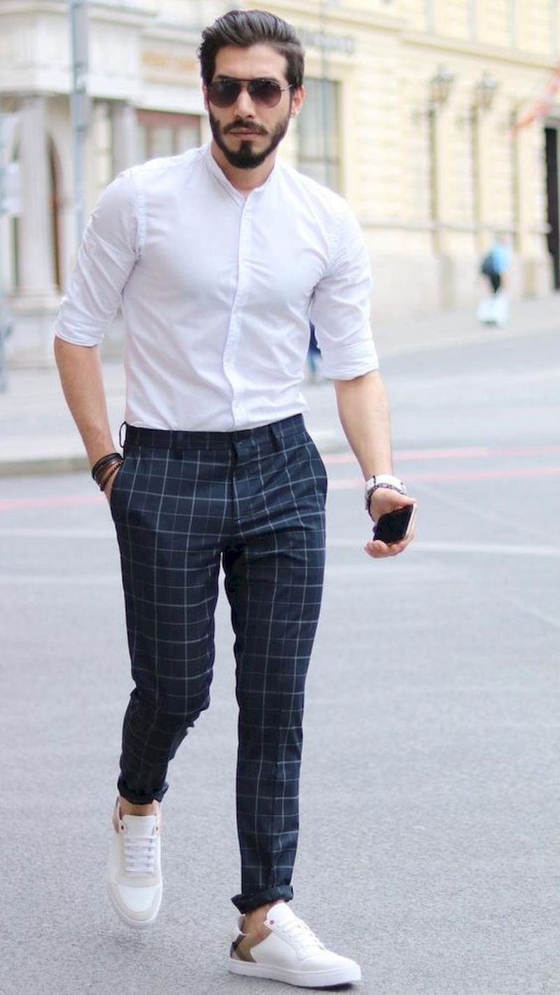 Outfit men with plaid pant