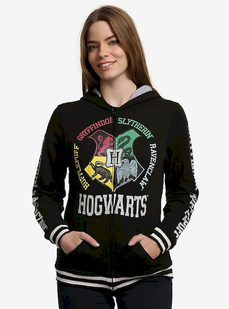 Women outfit with black hoodie harry potter