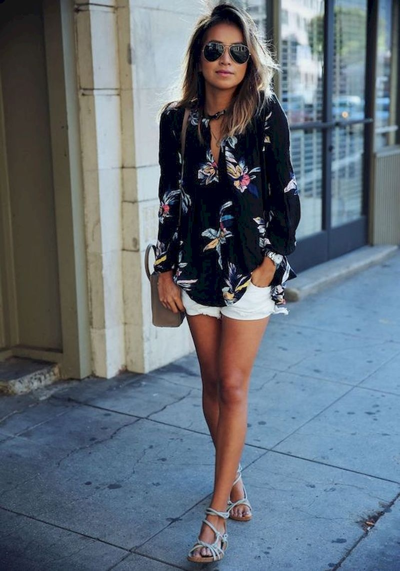 Spring outfit inspiration with floral prints blouse and short pant