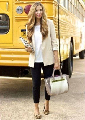 51 Good Inspiration Casual Outfits for Beautiful Women (12)