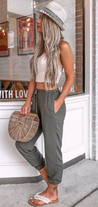 51 Good Inspiration Casual Outfits for Beautiful Women (50)