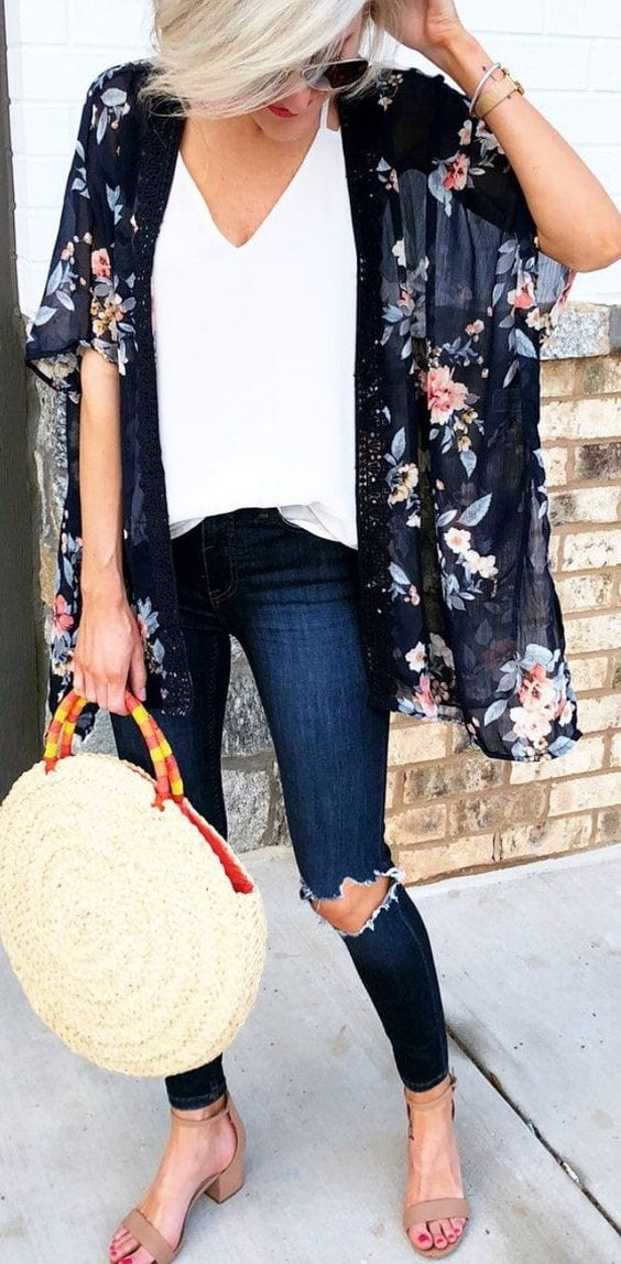 Spring outfit with cardigan and blue jeans