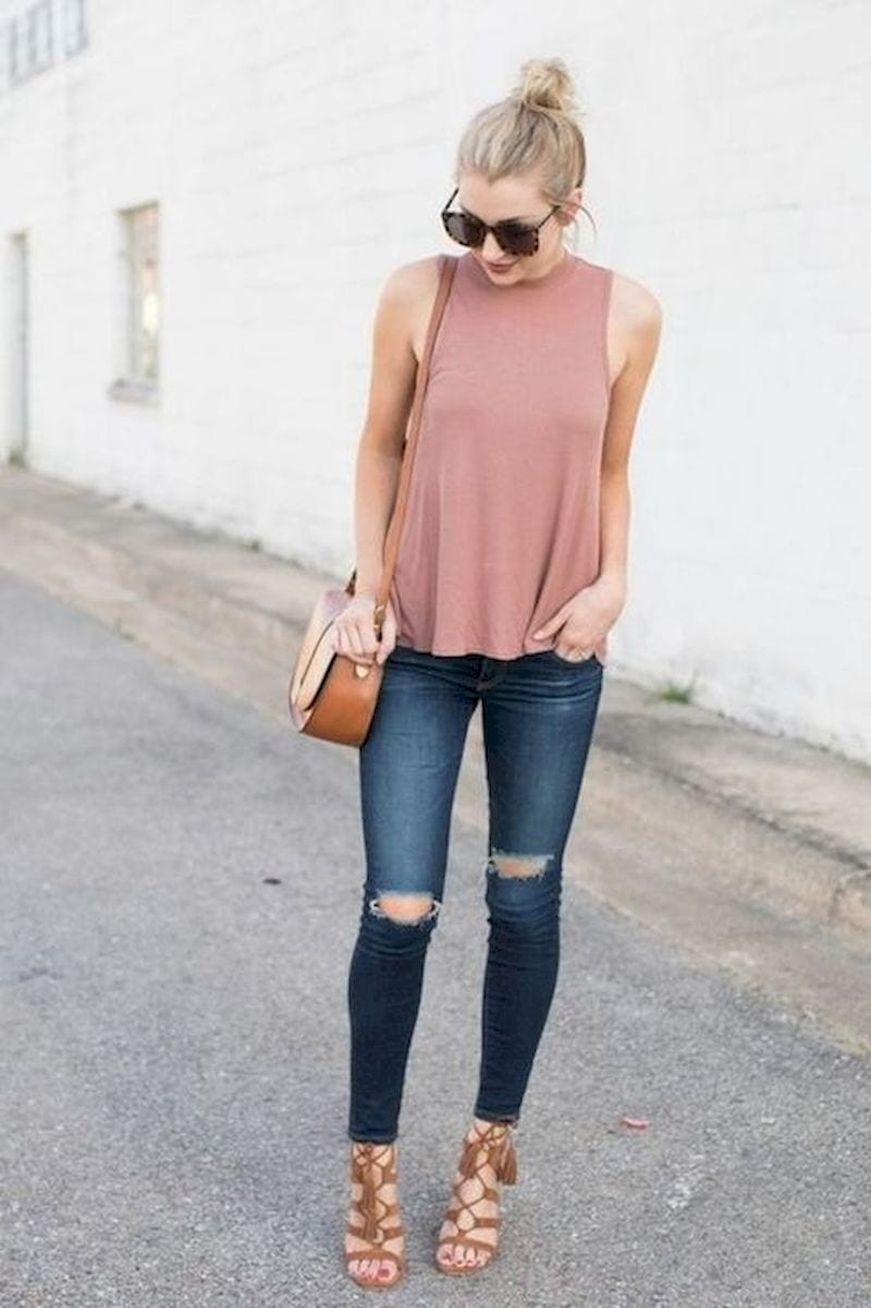 Spring outfit with ripped jeans