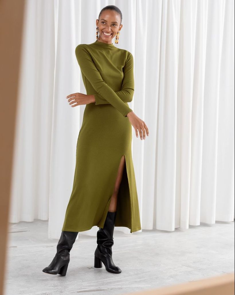 Green-midi-dress-and-black-boot