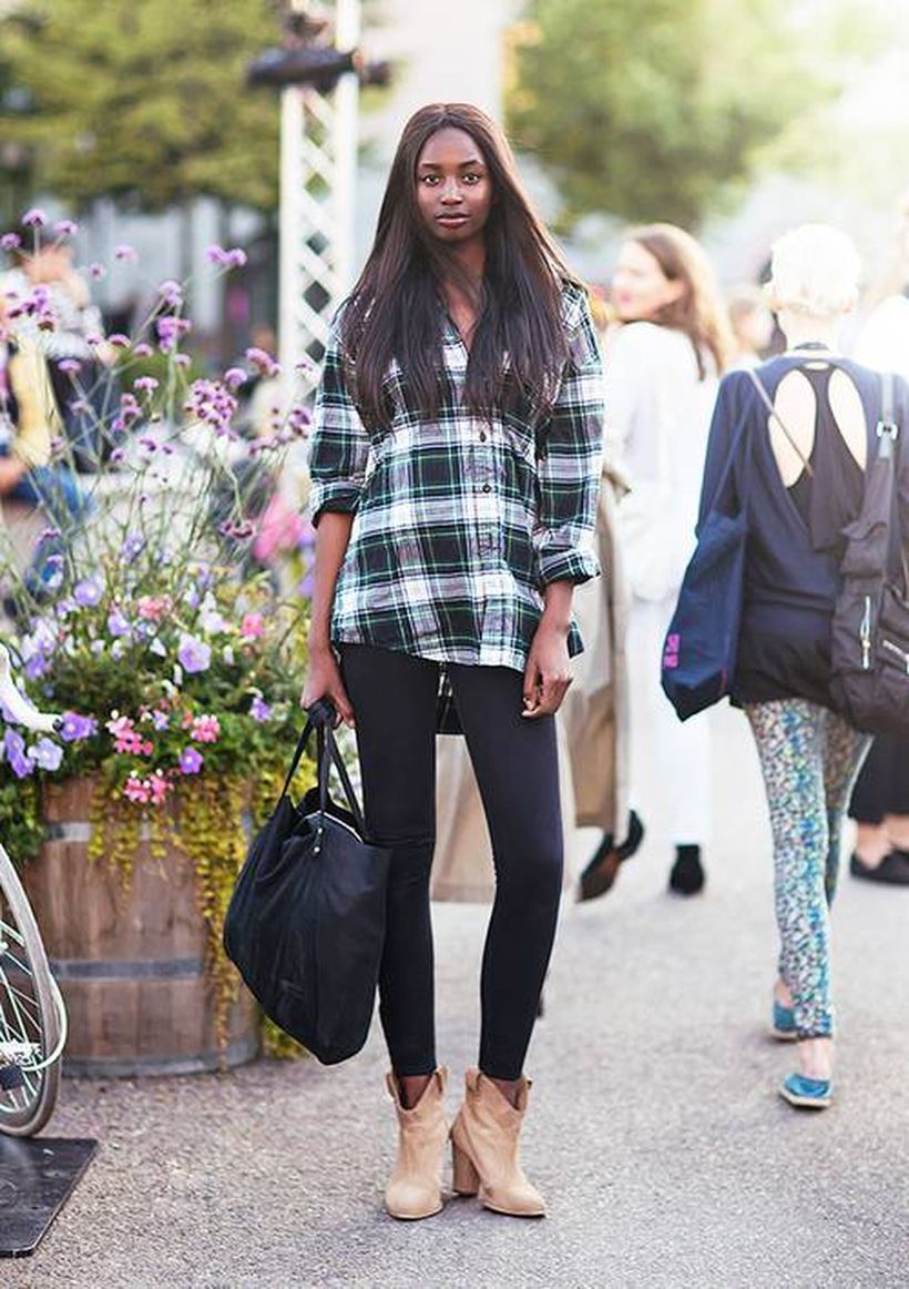 Long-plaid-shirt-with-black-legging-and-suede-boots
