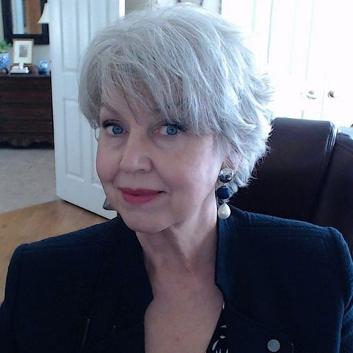 Best Short Haircuts for Older Women-14