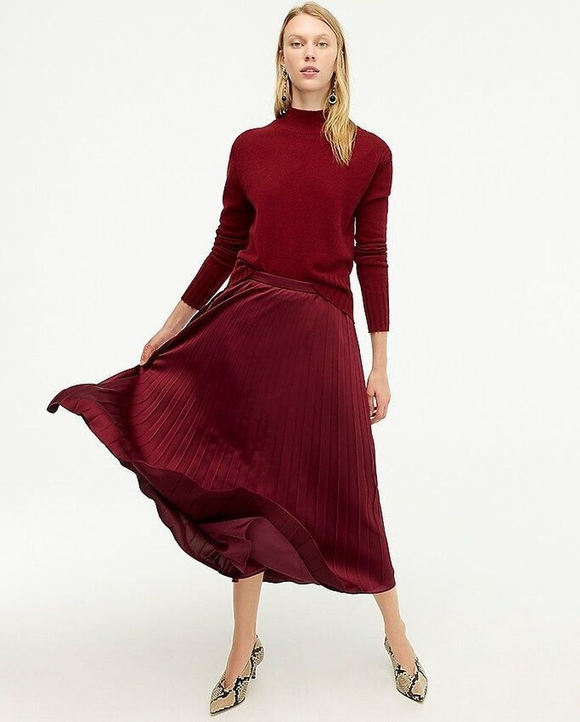 Long-red-shirt-and-pleated-skirt