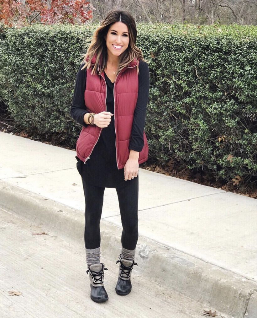 Black-leggings-and-black-boots-with-gray-thick-socks