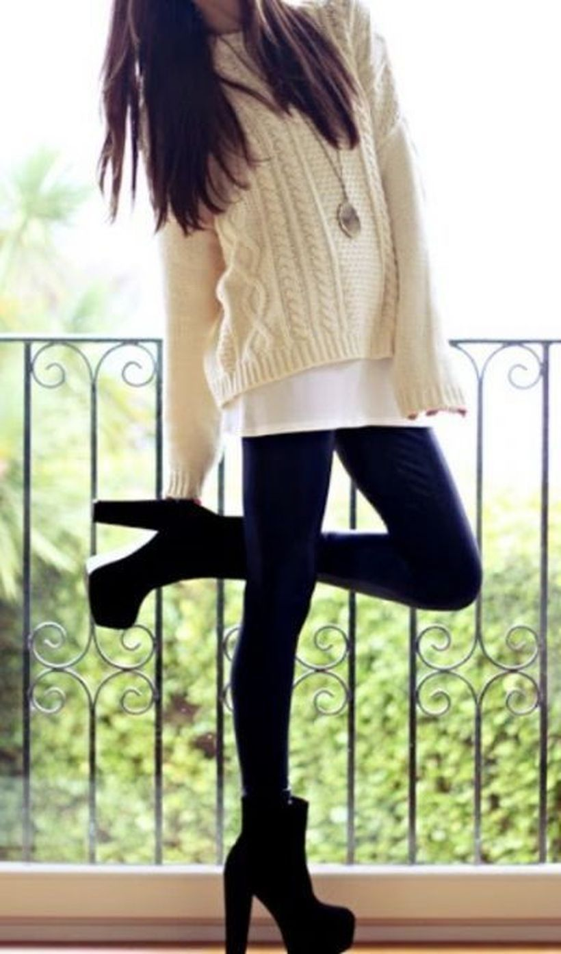 Heels-ankle-boot-and-black-legging