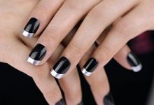 13 Winter Mysterious Impression with This Black and Silver Half Moon Nail