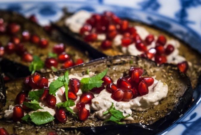 Aubergines met granaatappel en baba ghanoush