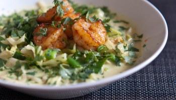 Thaise curry met gegrilde garnalen