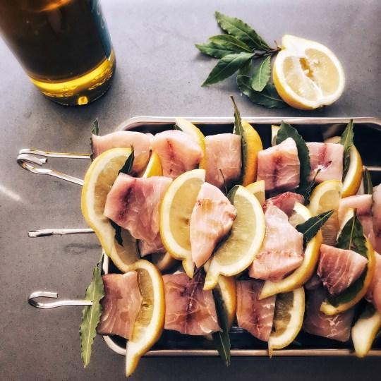 Zwaardvis met citroen en laurier