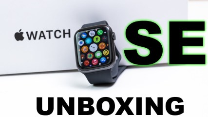 APPLE WATCH SE UNBOXING! 1st Video IN Hindi - Which 1 Should You buy?