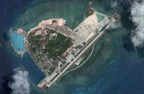 【画像】中国軍、南シナ海の島に爆撃機を初配備。米軍を牽制