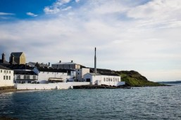 Bowmore Distillery - Islay Whisky Your with Rabbies - Photo by Kathi Kamleitner -1