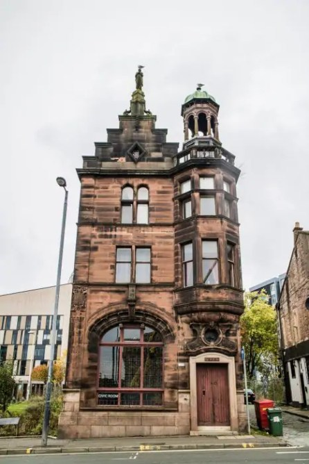 A building in Glasgow's historical quarter near Glasgow Cathedral.