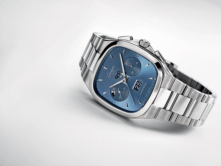 Seventies Chronograph Panorama Date - Cadran Bleu galvanisé
