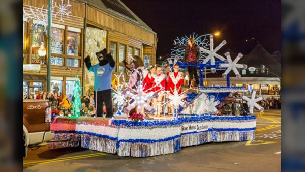 Gatlinburg Christmas.Vote The Gatlinburg Christmas Parade As The Best In The Nation