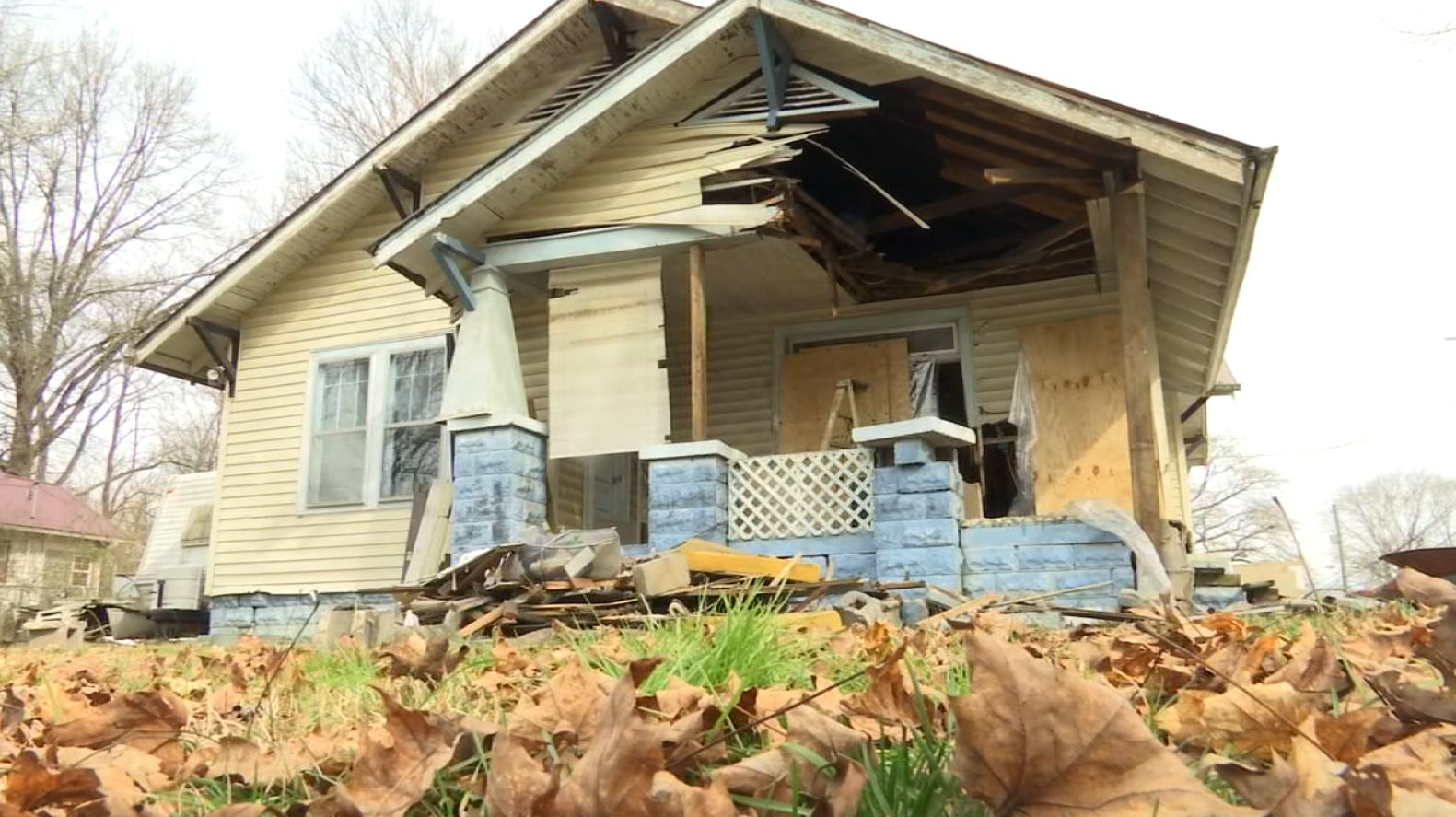 COVER PHOTO_South Knoxville house crashed into_0204_1549316044371.JPG.jpg
